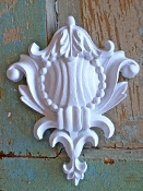 Victorian Carved Crest